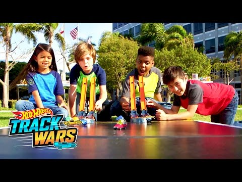 Demolition Derby | Track Wars | Hot Wheels