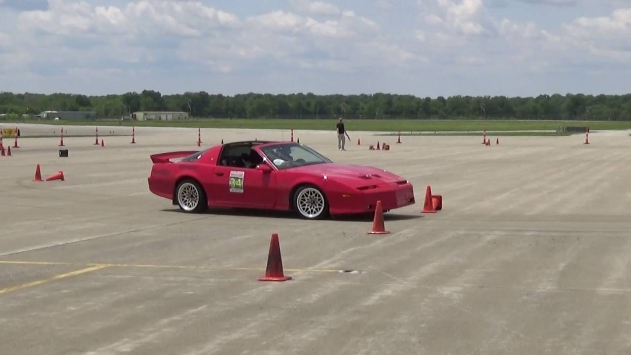 Late autocross run from Midwest Muscle Car 2016 - YouTube
