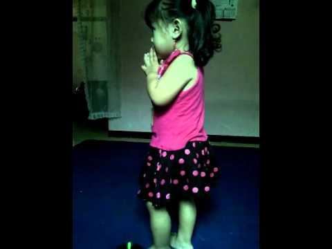 Baby dance makarena