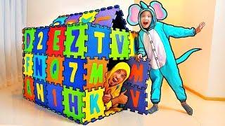 Los Nastya y Dady construyen una casa en la casa - Funny Mi Mi Kids