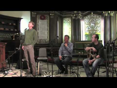 Kevin Conneff sings - Traditional Irish Music from LiveTrad.com