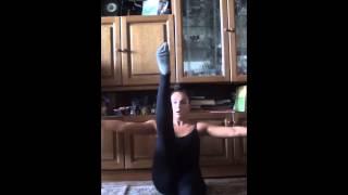 Упражнения для вертикального шпагата без рук. Закачка ног. Обучающее видео. Даяна Ерёмина;)