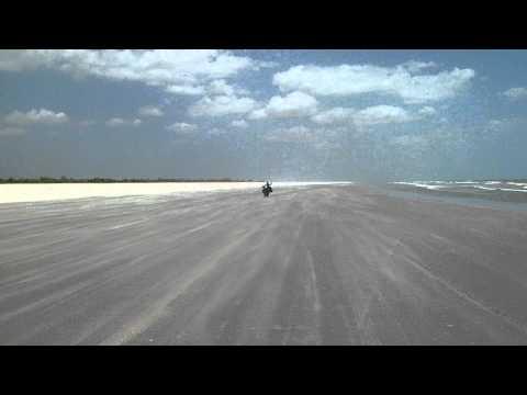 a praia apos Jericoacoara  (Brasil)