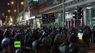 Policía lanza gases lacrimógenos a manifestantes en medio de las protestas en Hong Kong