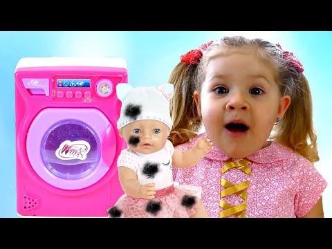 डियेना नन्ही गुडिया / वॉशिंग मशीन खिलौने की माँ होने की कल्पना करती हैं