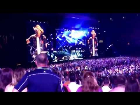 Jason Aldean: When She Say Baby, Live at CMA Fest 2014 (HD)