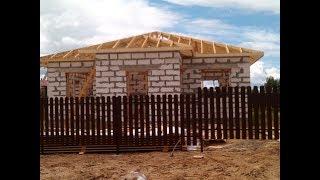 видео Стропильная система четырехскатной крыши: устройство, конструкция, схема, монтаж