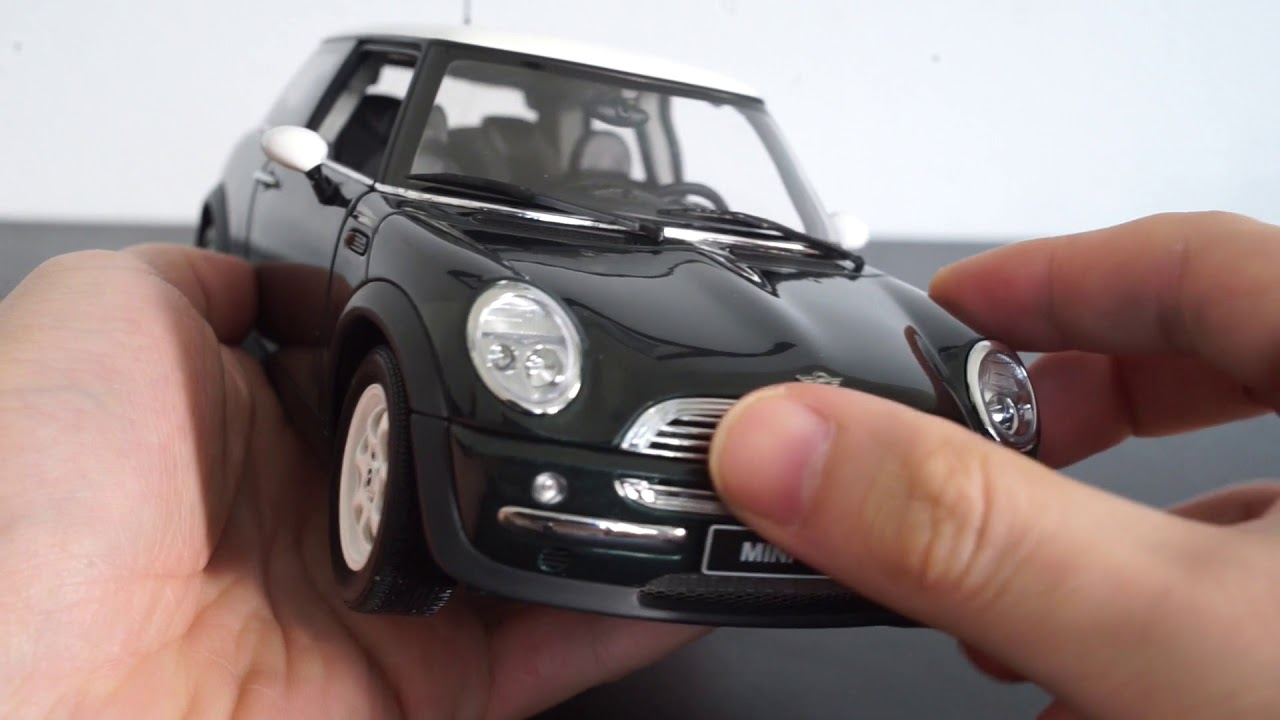 Review of Autoart diecast Mini Cooper 1/18