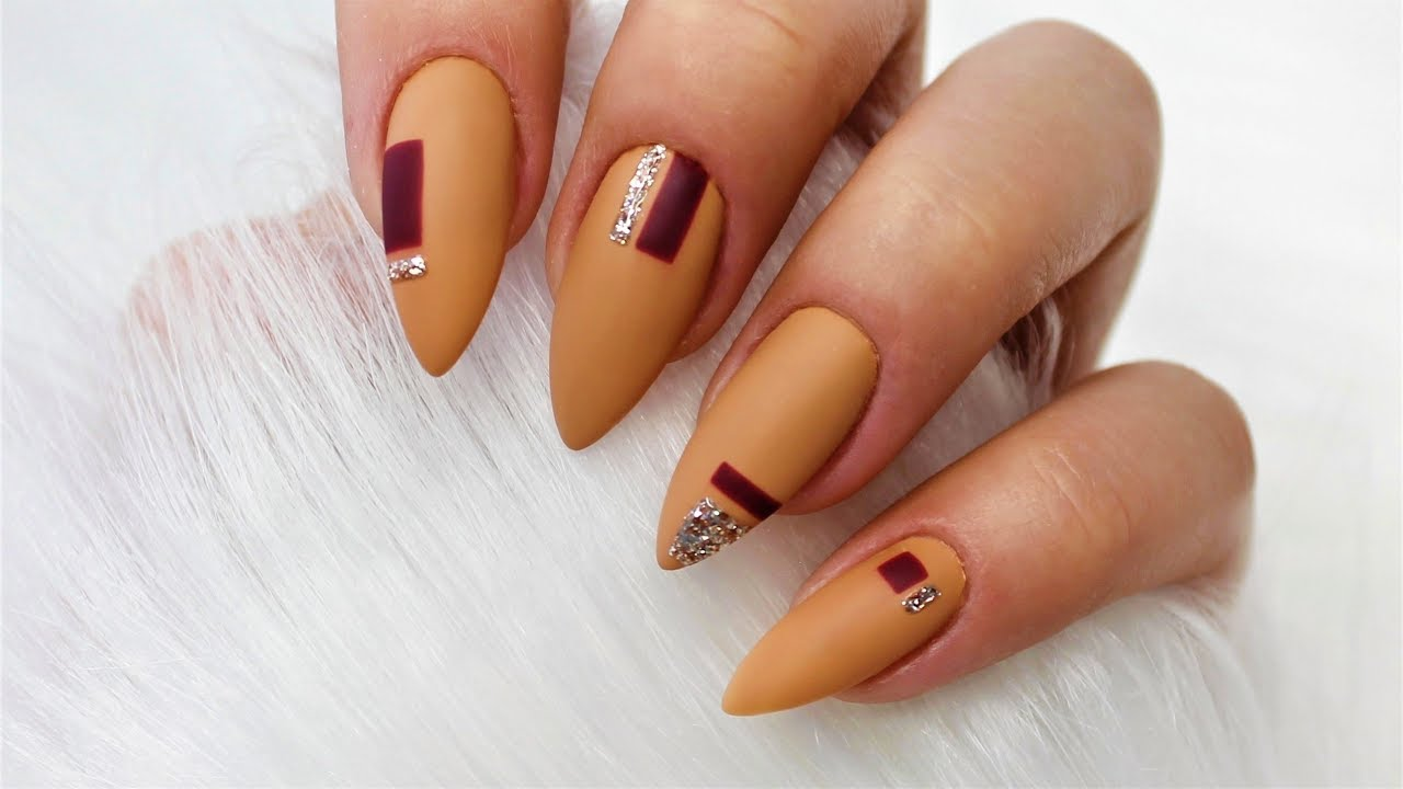 Geometric Nails Beige Burgundy Light Gold Geometryczne