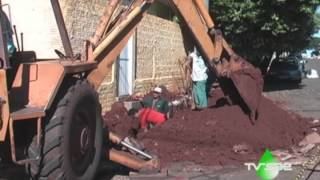 Servidores trabalham para consertar vazamentos de água