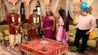 Mrs. Kaushik Ki Paanch Bahuein - Hindi Serial - June 23 '11 - Zee Tv Show - Best Scene