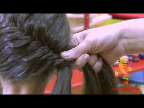 Плетём ребёнку: коса 'рыбий хвост' на голове - Видео онлайн
