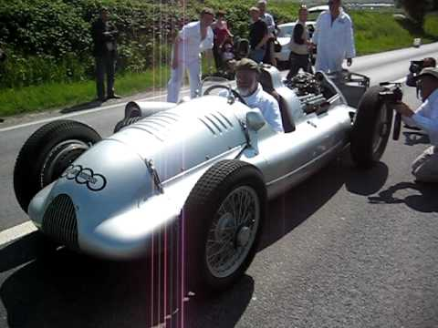 Auto-Union Type D starting and running on the grandstands straight at Reims Gueux.