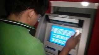 Begini ketika tunanetra mengambil uang di ATM