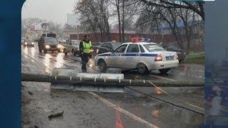 Иномарку в Королёве придавило бетонным столбом(, 2013-11-07T15:50:38.000Z)