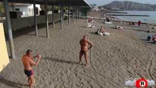 Судак. На пляже в ноябре(Начало ноября в Судаке на пляже и набережной...Кто ещё не закрывал купальный сезон? Все фото: http://sandro.in.ua//category..., 2013-11-02T16:04:00.000Z)
