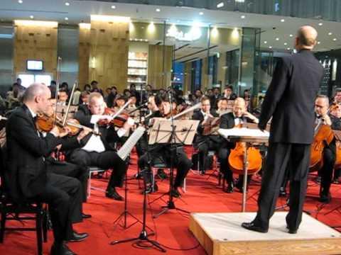 ベートーヴェン 交響曲第7番第4楽章 オーケストラアンサンブル金沢 (JPタワーKITTEアトリウム)