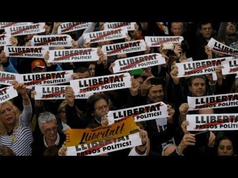 مئات آلاف الكاتالونيين يتظاهرون في برشلونة احتجاجا على احتجاز القادة الانفصاليين  - 21:23-2017 / 11 / 12