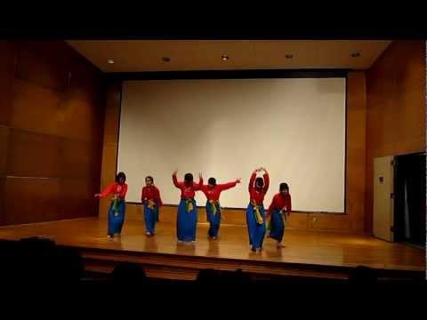 Vietnamese Group - Cay Da Quan Doc - Noi Vong Tay Lon - UT Dallas iWeek Talent Show