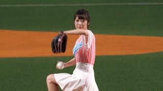 ガールズデーって事で一塁、二塁、三塁ベースがピンク色になっていますw...