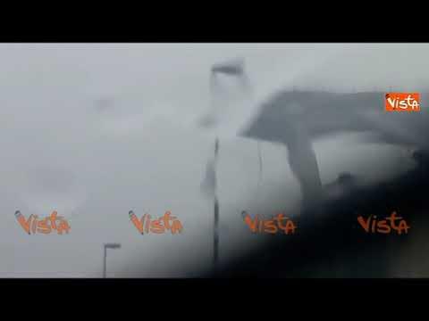 Il crollo del ponte Morandi a Genova, le terribili immagini dall'autostrada