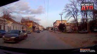 Момент ДТП: Кошка спровоцировала аварию, Керчь, 08.12.2016