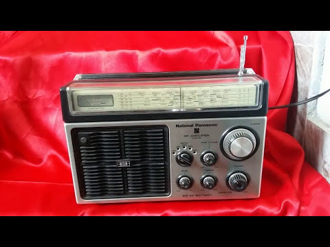 Panasonic RF -1101 4 Band transistor radio