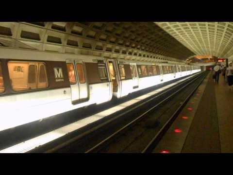 DC Metro (WMATA): Franconia bound 6 cars Blue line train @ Farragut West