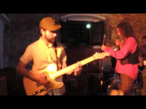 De Mortimers - Live Karaoke - Tiana 2014