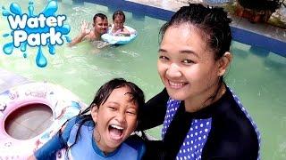 LIBURAN SERU 💖 Main Air dan Berenang di WATERPARK 💖 Let's Play Jessica Jenica