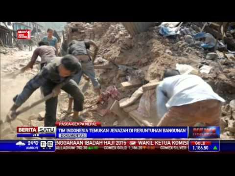 Tim SAR Anjing Pelacak Indonesia Temukan Korban Gempa Nepal