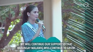 Pia Wurtzbach talks to Tagbanua community in Coron