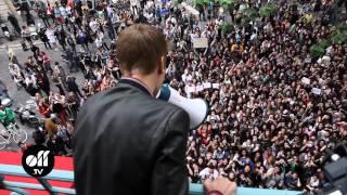 Download lagu Justin Bieber chante au balcon @ Universal Paris