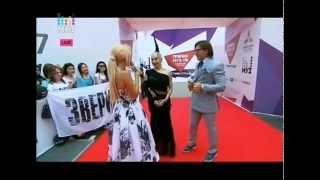 Наргиз Закирова на красной дорожке премии МУЗ-ТВ 2015 в Астане