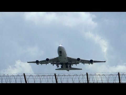 Thai Airways Boeing 747-400 takeoff at Phuket Airport