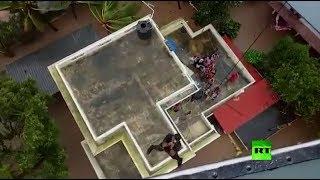 شاهد.. لقطات دراماتيكية لإنقاذ متضررين بفيضانات الهند