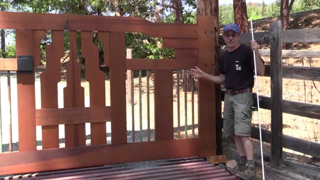 Craftsman style front gate youtube for Craftsman vs mission style
