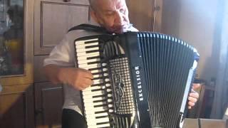 Видео. Под небом Парижа, играет Юрий Подгорбунский(Под небом Парижа играет Юрий Подгорбунский аккордеон., 2015-10-28T10:25:28.000Z)