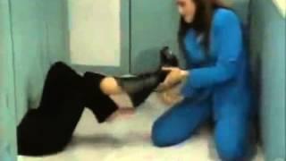 Repeat youtube video Tickled women's feet (El amor no es como lo pintan)