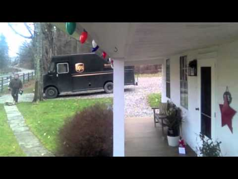 UPS Driver gets jiggy with Christmas tip.