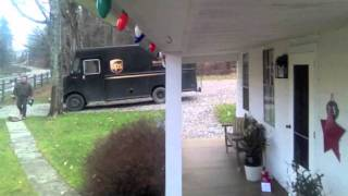 UPS Driver gets jiggy with Christmas tip.(UPS Driver does a little appreciation dance., 2011-12-24T16:33:39.000Z)