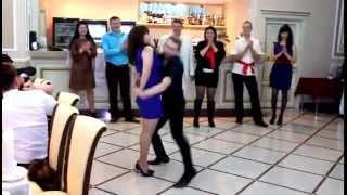 Танец смешной, прикольный смешной танец на свадьбе ;)