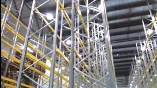 Паллетные стеллажи, проверка на прочность монтажа(Рабочий шатает паллетные стеллажи. Офисные, складские, архивные стеллажи в наличии и на заказ. (495) 665-00-35..., 2012-08-16T13:11:31.000Z)