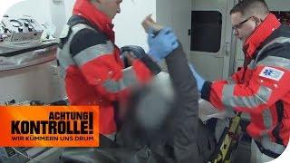Randale im Krankenwagen! Die Polizei muss eingreifen! | Achtung Kontrolle | kabel eins