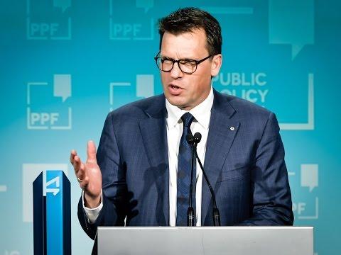 Johann Koss accepts PPF Award