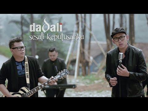Nazia Marwiana - Terdiam Sepi (Andaikan Waktu Bisa Kuputar Kembali) (Official MV).