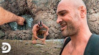 Cava un pozo en la tierra para filtrar agua | Desolado con Ed Stafford | Discovery Latinoamérica
