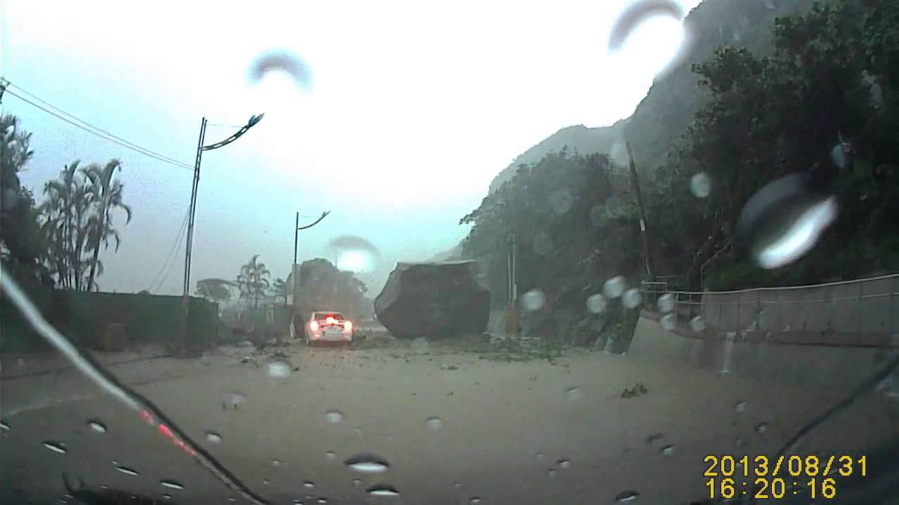 Huge Boulder Almost Hits Car In Taiwan Avalanche YouTube - Huge boulder narrowly missed house in italy