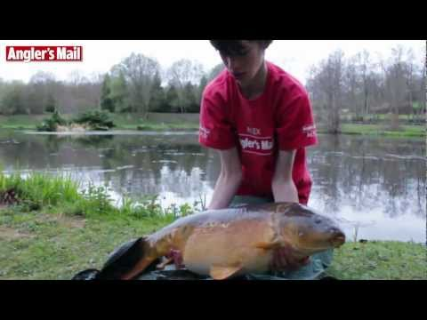 QUEST FOR A 20 Lb CARP - With Carl & Alex, Angler's Mail Juniors