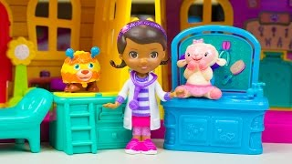 Doc McStuffins Toys Doc's Deluxe Clinic & Pet Vet Playset Lambie Squibbles Toy Kinder Playtime